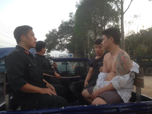 Vietnam: the prisoners, right, re-arrested