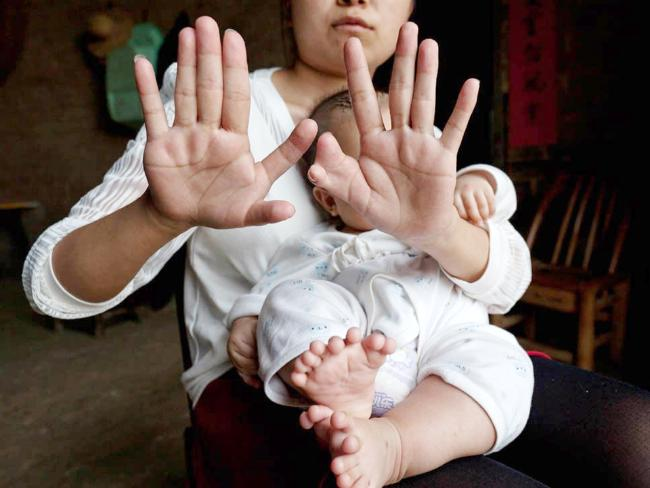 Mother of the Chinese baby also shows her fingers