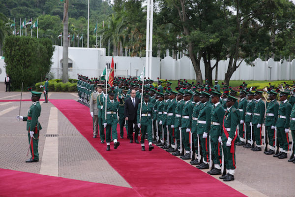 Hollande inspects a guard of honour