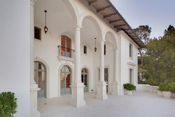 Aluko's home sold in Los Angeles