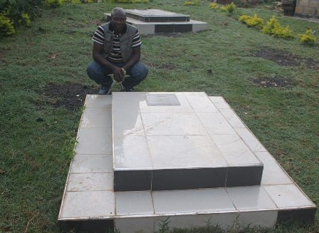 Gravesides Obama's father and grandfather