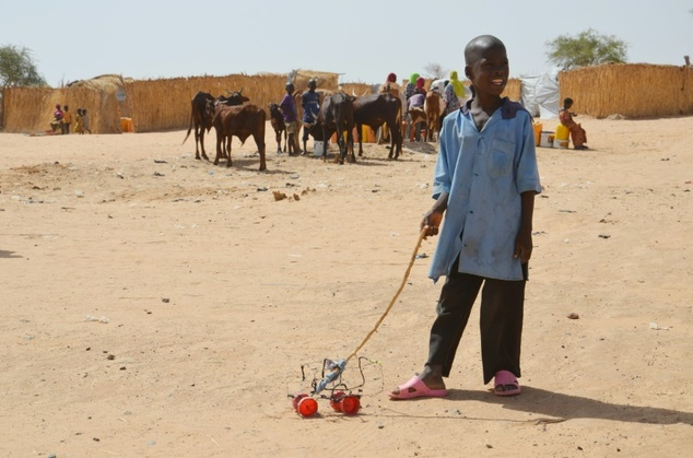 A malnourished boy plays at the Niger camp