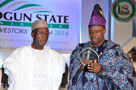 Ogun State Governor,  Ibikunle Amosun presenting a gift item to the Minister for Agriculture and Rural Development, Chief Audu Ogbeh  at the 2016 Ogun State Investors' Forum on Wednesday