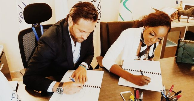 Seyi Shay right puts pen to paper for Samsson