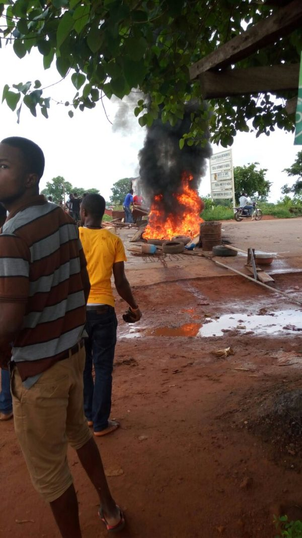 Auchi Poly students on the rampage