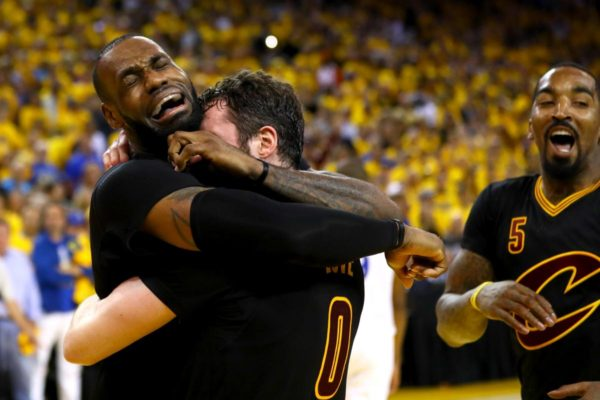 LeBron James in a cry of joy after the victory over Golden State Warriors