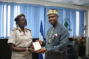 Peterside receiving a plaque from Mrs. Anyalechi when the later and her team paid a familiarization visit to NIMASA headquarters in Lagos.