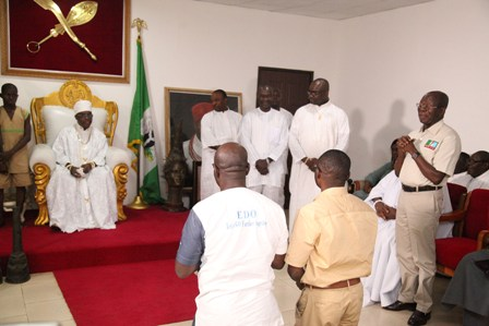 Governor Adams Oshiomhole ( standing, right), introduces APC gubernatorial candidate in Edo State, Mr Godwin obaseki and his running mate, Hon Philip Shaibu to His Royal Highness, Crown Prince Eheneden Erediauwa, Edaiken N'Uselu, during the visit of the Progressives Governors' Forum to the Crown Prince, on Saturday.