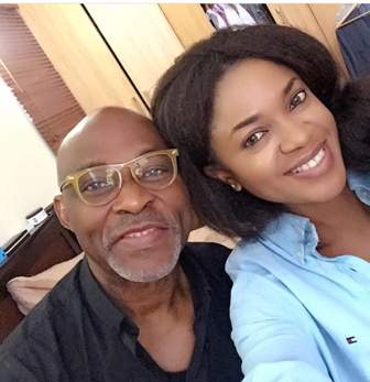 Mofe Damijo and an actress on location