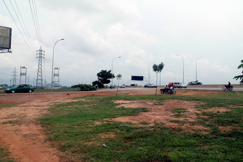 Dantata bridge along the Nnamdi Azikwe International Airport is also one of the spots where you could get robbed in Abuja. You could get robbed walking on top or under the bridge which is about 5 kilometers from National Stadium early in the evenings or mornings
