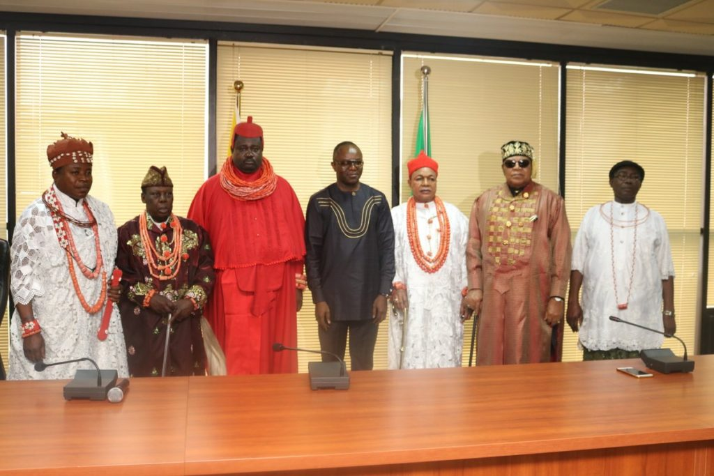 The traditional rulers in a group photograph with Kachikwu ( centre)