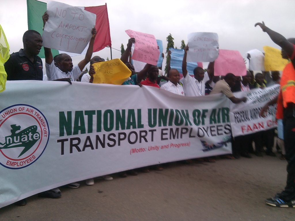 The workers during the protest against the concession of the airports