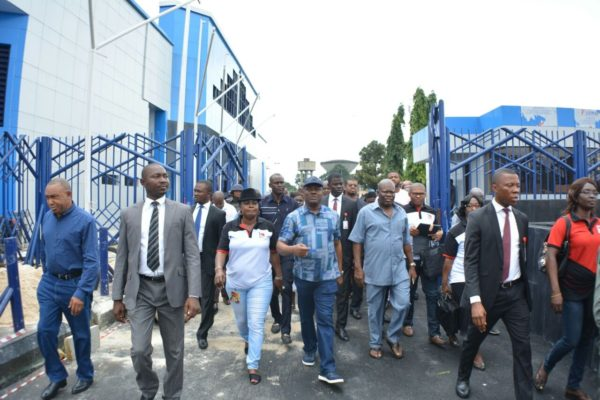 Wike  (m) President of the Nigerian Guild of Editors, Funke Egbemode  (l) and PDP Chieftain,  Prince Emma Anyanwu at the remodelled Diete Spiff  Civic Centre during the tour