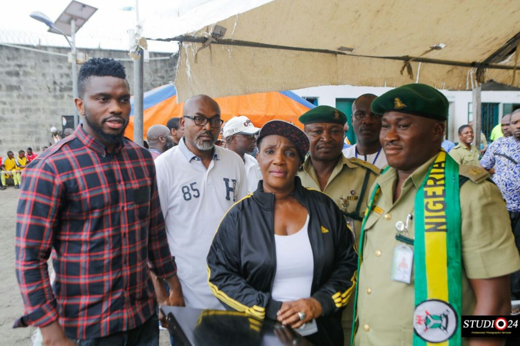 Yobo with officials of Ikoyi Prisons