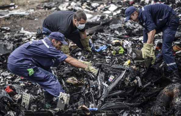 Ukrainian State Emergency Service employees search for bodies amongst the wreckage at the crash site of Malaysia Airlines Flight MH17, near the village of Grabove, in the region of Donetsk on July 20, 2014.        (Photo credit : BULENT KILIC/AFP/Getty Images)