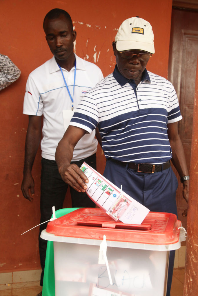 Governor Adams Oshiomhole casts his ballot at Ward 10, Unit 1, Iyamho in the Edo governorship election, on Wednesday.