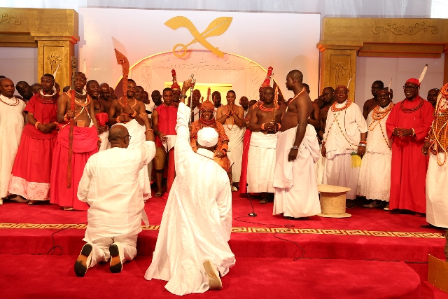 Governior Adams Oshiomhole of Edo State (right) and the Honourable Commissioner for Local Government and Chieftaincy Affairs, Mr Tom Uloko pay obeisance to His Royal Majesty, Omo n'Oba n'Edo Uku Akpolokpolo, Oba Ewuare II, Oba of Benin after his coronation