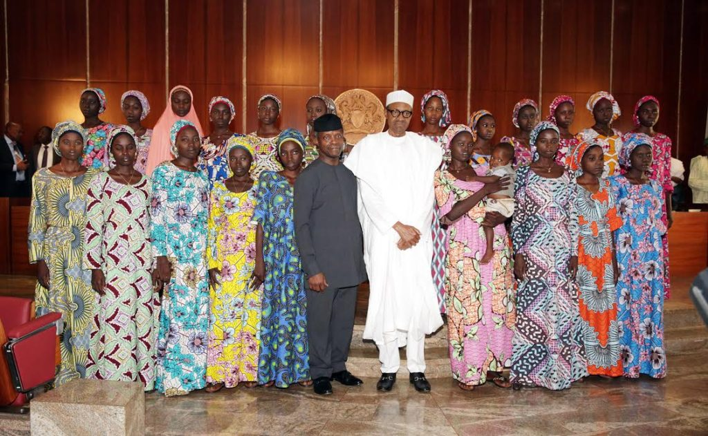 VP Osinbajo, President Buhari in a group photograph with the released Chibok girls