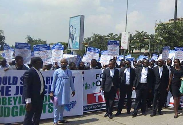 lawyers-protest-dss-refusal-to-obey-court-orders