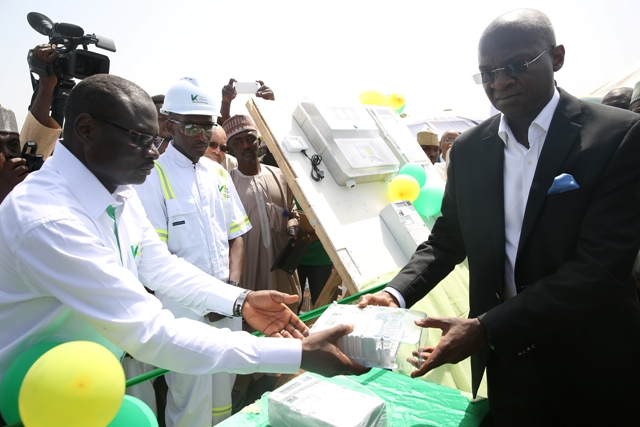 Mr Babatunde Fashola, SAN(right) handing over one of the split – type meter to the personnel of the Kaduna Electricity Distribution Company shortly after the kick off of the Mass Meter Deployment  by the Kaduna DisCo in Sokoto