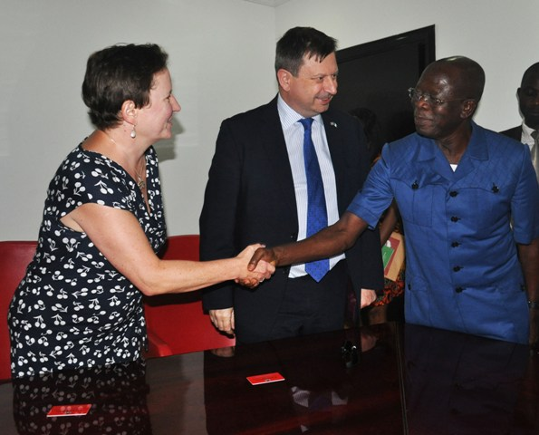 From right: Governor Adams Oshiomhole of Edo State, Mr Pau; Arkwright, British High Commissioner to Nigeria and his wife, Mrs Tricia Arkwright during a visit of the High Commissioner to Governor Oshiomhole in Benin City, Wednesday.