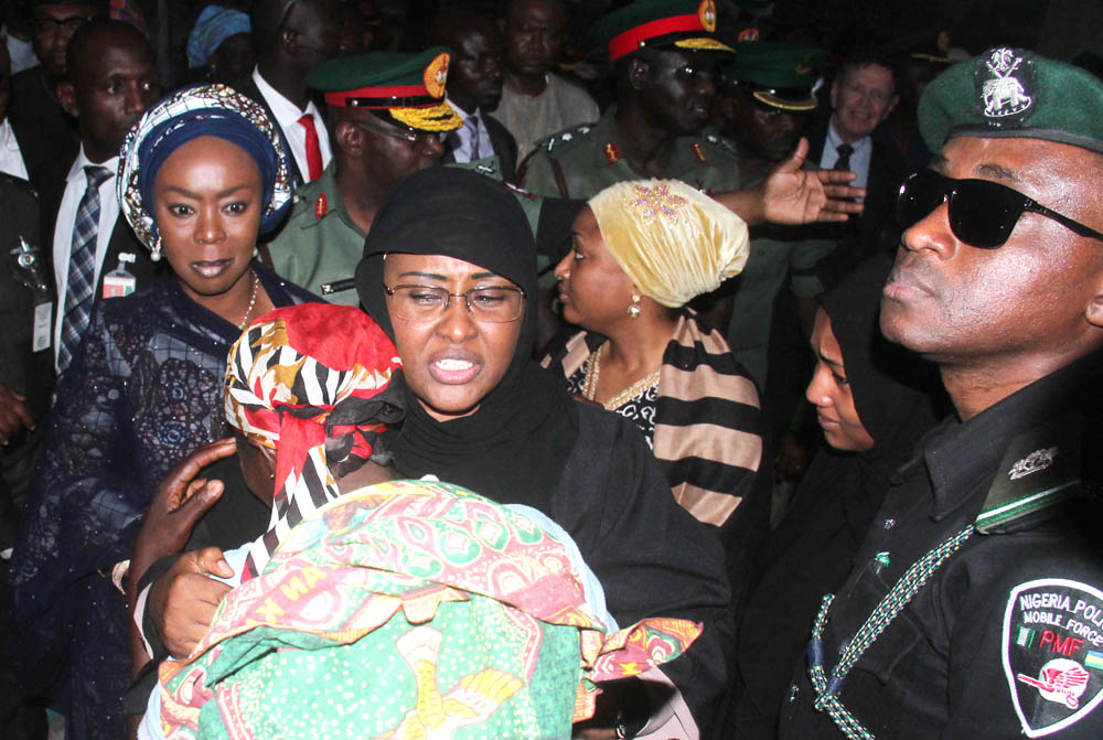 Wife of Nigeria President, Mrs Aisha Buhari consoling a parent of one of the deceased soldiers