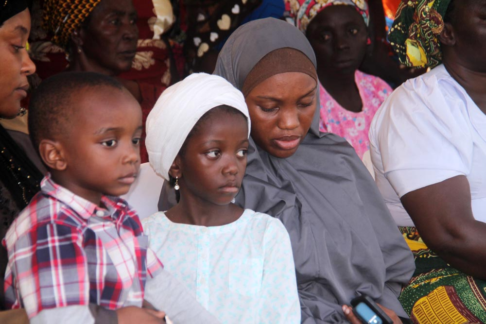 Sameria with her children, 8 years old Fatima and Muhammad, 5 years old.