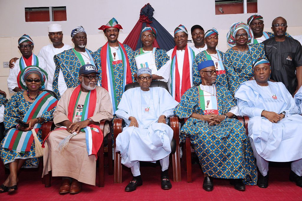 President Buhari in a group photograph with Ondo APC chieftains and the party's candidate in the coming gubernatorial election