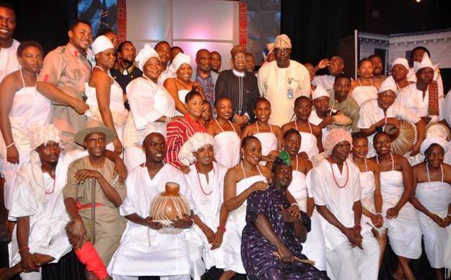 """Minister of Information and Culture Lai Mohammed and Artistic Director of the National Troupe Akin Adejuwon in a group photograph with members of the National Troupe during the Command Performance of """"Death and the King's Horseman"""" in Lagos on Saturday to commemorate the 30th anniversary of the award of Nobel Prize to Prof. Wole Soyinka"""