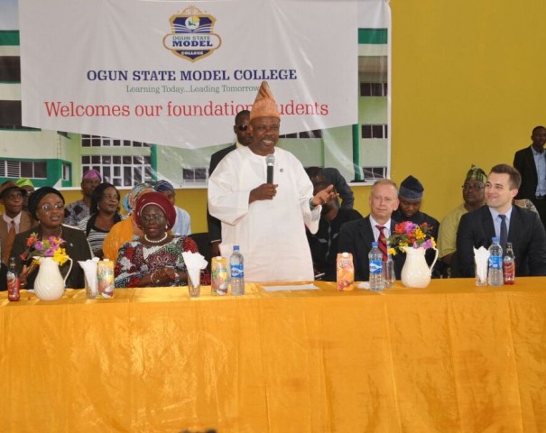 Ogun State Governor, Ibikunle Amosun (standing), Deputy Governor, Chief (Mrs.) Yetunde Onanuga (2nd left), Commissioner for Education, Science and Technology, Mrs. Modupe Mujota (left), Consular General of Federal Republic of Germany, Mr. Iugo Herbert (2nd right) and the Director, Goethe Institute, Nigeria, Mr. Rene Siebenhaan (right) when the governor was addressing the first set of pupils of the  Ogun State Model College, Akinale area of Ewekoro, after the launch of the teaching and learning of German language in the school