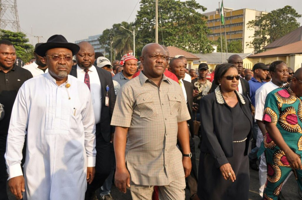 Picture 1: Rivers State Governor, Nyesom Ezenwo Wike  (m ), Deputy Governor Ipalibo Harry Banigo  (r) and Former Minister of Transport, Dr Abiye Sekibo with other Rivers people marching to the Rivers State Police Command to protest police brutality and killings in Port Harcourt on Thursday.