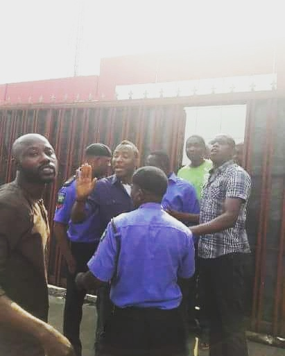 Sowore being dragged  by Policemen to the premises of the police station