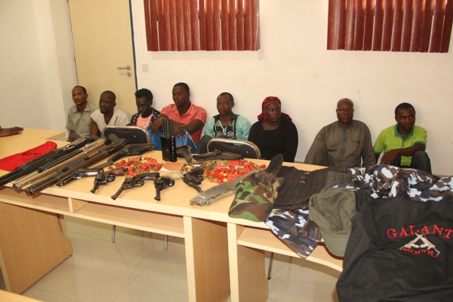 Suspected kidnappers of Hirse and weapons recovered from them