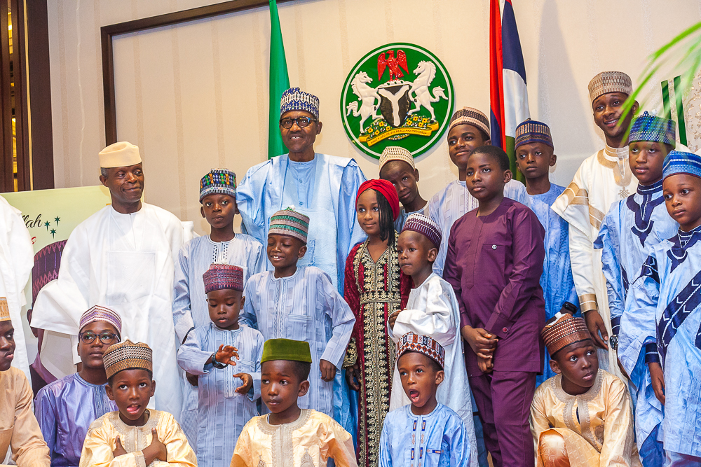 President Muhammadu Buhari and Vice President, Yemi Osinbajo with children who came to pay Eid-El-Fitr Homage at the State House.