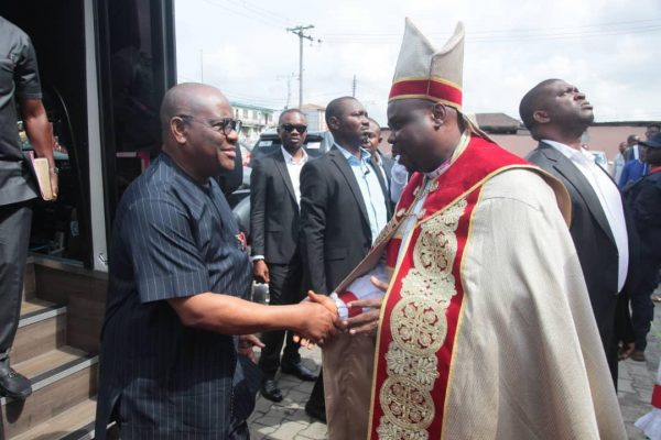 Rivers State Governor, Nyesom Ezenwo Wike and Anglican Bishop of Niger Delta North, Rt Rev Wisdom Budu Ihunwo during the 3rd Session of the 8th Synod of the Anglican Diocese of Niger Delta North at Saint Thomas Anglican Church, Diobu, Port Harcourt on SundayRivers State Governor, Nyesom Ezenwo Wike and Anglican Bishop of Niger Delta North, Rt Rev Wisdom Budu Ihunwo during the 3rd Session of the 8th Synod of the Anglican Diocese of Niger Delta North at Saint Thomas Anglican Church, Diobu, Port Harcourt on Sunday