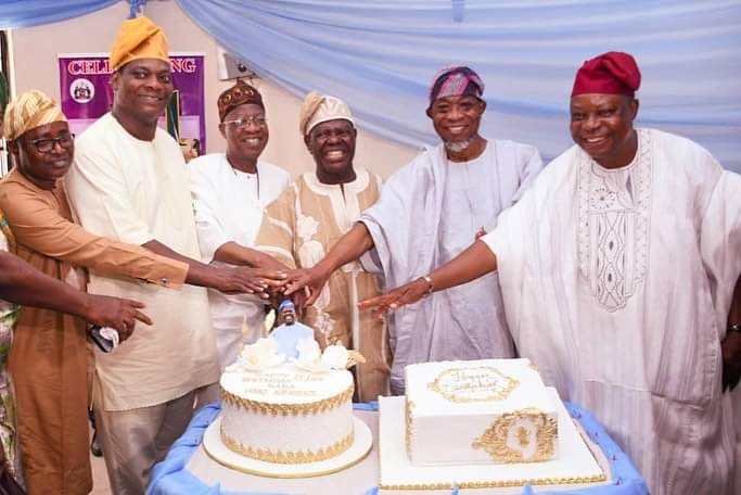 Aregbesola, Lai Mohammed join in cutting of Akande 81st birthday cake