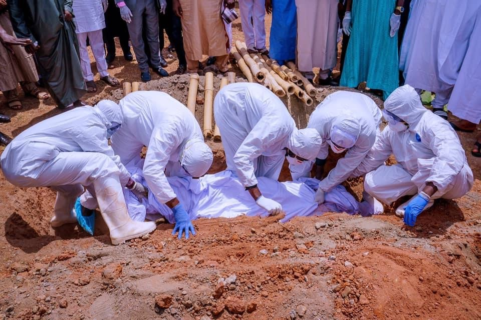 Burial of a COVID-19 patient: Nigeria records 17 additional deaths