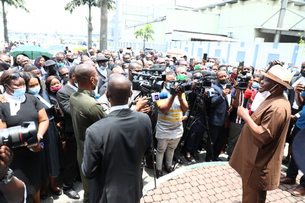 Governor of Rivers State, Nyesom Ezenwo Wike (right), addressing members of the Nigeria Bar Association (NBA), who were on solidarity protest to the Government House, Port Harcourt in support the industrial action embarked upon by members of the Judiciary Staff Union of Nigeria (JUSUN) for financial autonomy for the judiciary.