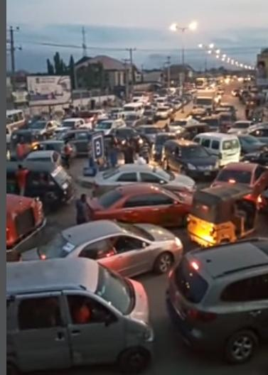 Traffic gridlock as people rush home to beat the curfew in Port Harcourt