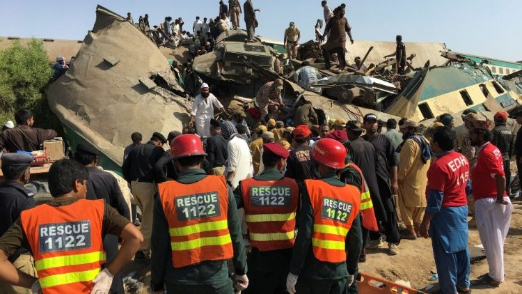 Emergency workers in rescue operation at the scene of the train crash in Pakistan