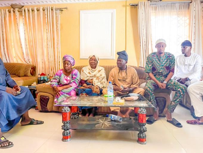 Senator Folarin (second from right) and mother of the deceased during the lawmaker's visit to the family on Friday