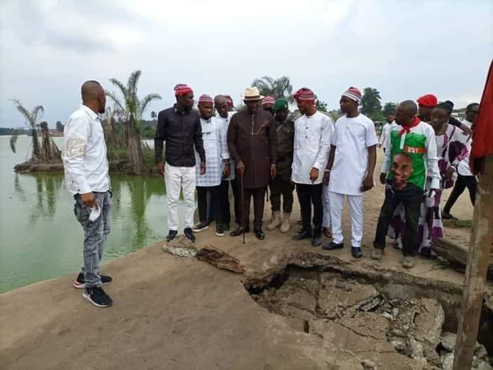 Executive Chairman of Eleme Local Government Council,Rivers State, Chief Obarilormate Ollor,and his team visit collapsed portion of Aleto-Akpajo Bridge
