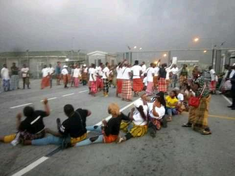 The protesters at the gate of NLNG before the violence