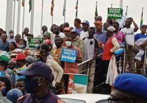 Somolu residents protesting on Thursday, June 24, at the Lagos State House of Assembly, over alleged imposition of chairmanship candidate.
