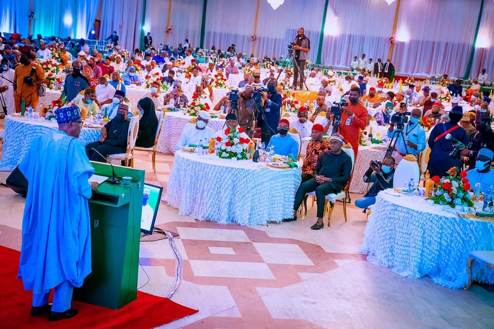 Buhari speaking at the dinner with members of the National Assembly on Tuesday