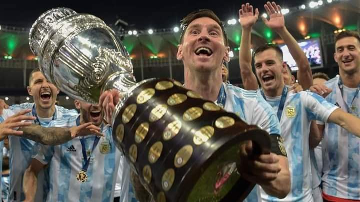 Messi and team mates celebrate Argentina's victory of Copa America