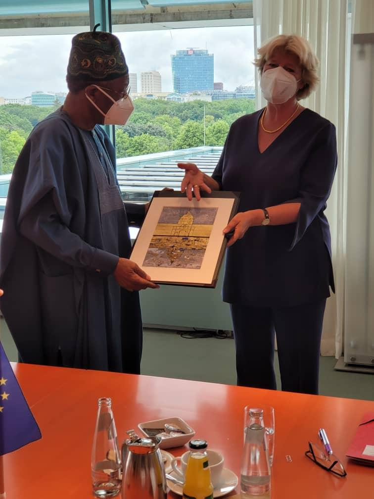 Picture 1: The German Minister of State for Culture, Prof. Moniker Grutters (right), presenting a gift to the Minister of Information and Culture, Alhaji Lai Mohammed, during a meeting on the repatriation of looted Benin Bronzes to Nigeria, in Berlin, Germany, on Wednesday.