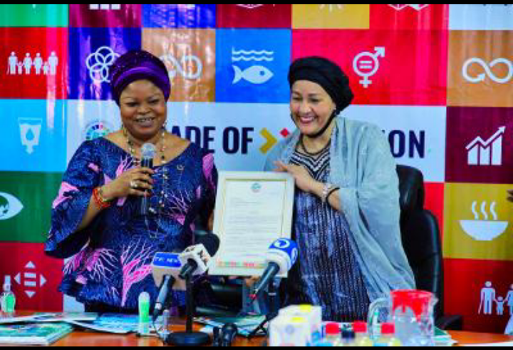 The Senior Special Assistant to the President on SDGs, Princess Adejoke Orelope-Adefulire presenting a congratulatory letter to UN Deputy Secretary-General, Amina J. Mohammed during her visit to the SDGs Office recently