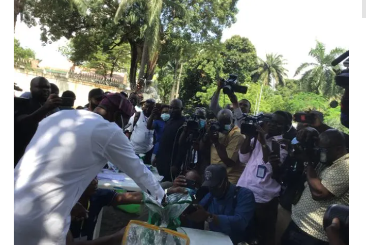 Governor Sanwo Olu, casting his vote in Ikoyi Lagos during the local government election on Saturday