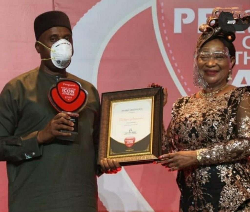 Rt. Hon Chibuike Rotimi Amaechi, Minister of Transportation receiving the award from former Minister of Industry, Nike Akande